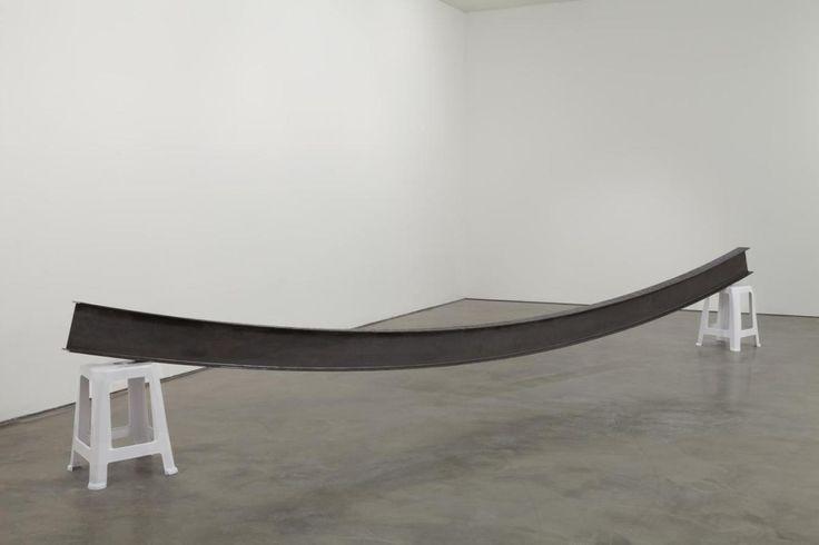 "Jorge Macchi ""Pendulum"" 2013 Acero y plástico 74 x 505,5 x 37 cm"
