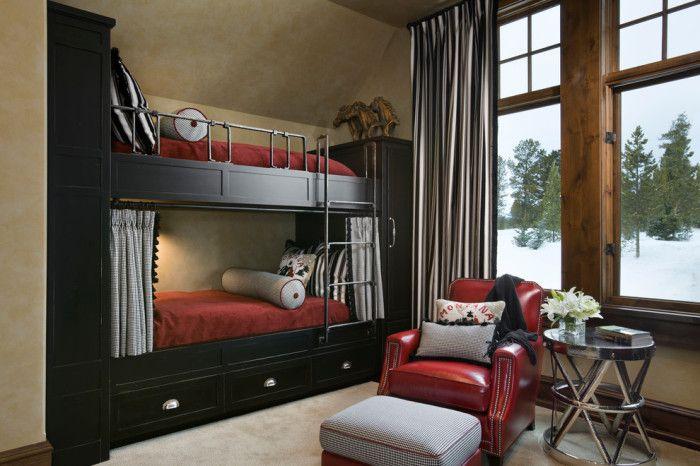 Двухъярусная кровать с отсеком для хранения вещей экономит огромное количество места в спальне.