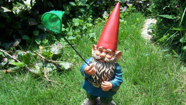 """No era el de la suerte: ladrones atrapados gracias a un """"duende"""". El muñeco había sido sustraído por los delincuentes junto con otras pertenencias de una casa en Pilar http://www.diariopopular.com.ar/c183492"""