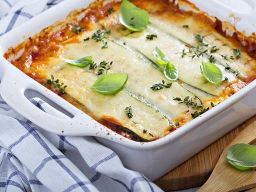 farine, oignon, huile d'olive, beurre, lasagnes, parmesan, aubergine, herbes de provence, carotte, comté, coulis de tomate, bouillon