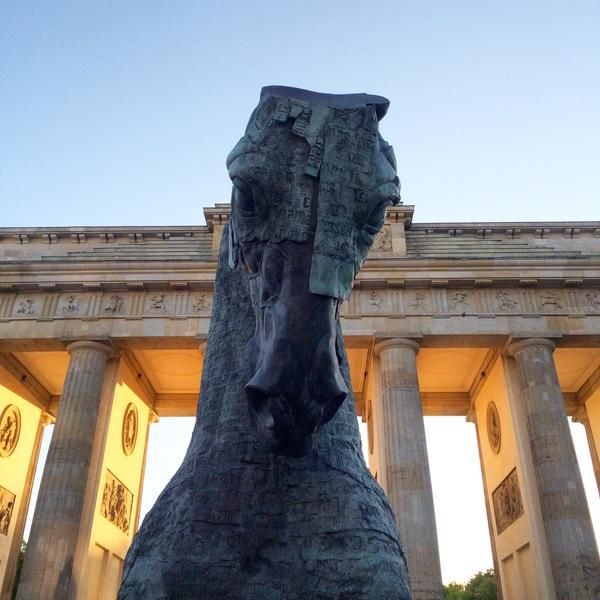 New horses by Gustavo Aceves at the Brandenburg Gate