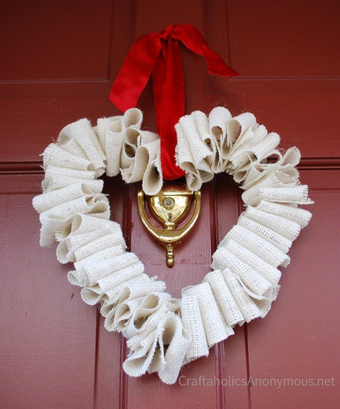 Super easy Valentines Day wreath idea! Check out my door decor for