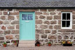 Projekty, wiejskie Okna i drzwi zaprojektowane przez Roundhouse Architecture Ltd
