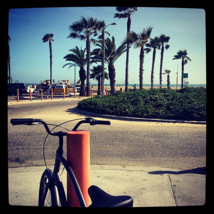 Santa Monica - biking on the promenade to Venice Beach