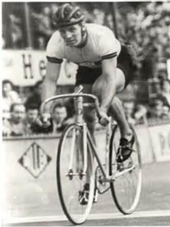 Australian Lionel Cox won the gold medal in the 2,000m tandem event at Helsinki when he teamed up with fellow Australian cyclist Russell Mockridge