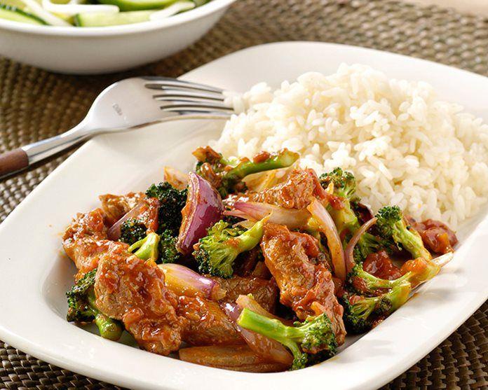 Thaise rode curry met broccoli en rijst recept