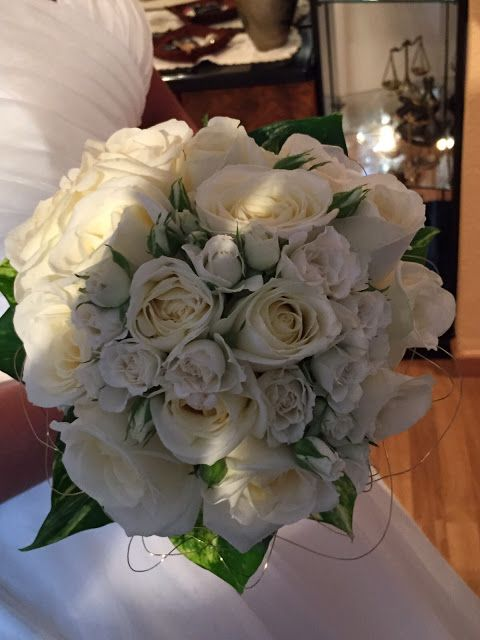 Ramo de novia con rosas de color blanco