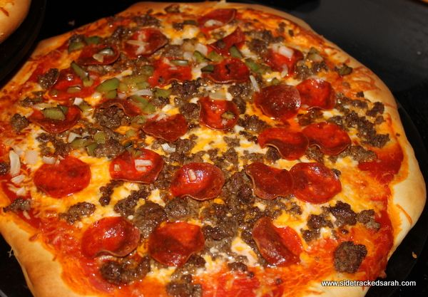 How to Make a Pizza Hut Pizza Crust (Copy Cat Recipe) I love making homemade pizza. Ever since, I bought a used Bosch Mixer, making the pizza crust is a breeze, because I don't have to knead…