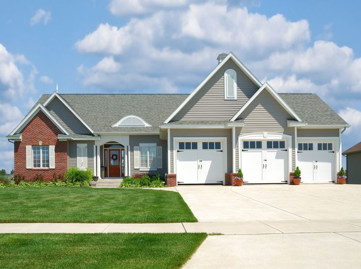 31 best siding color options for red brick homes images by for Ranch homes with vinyl siding