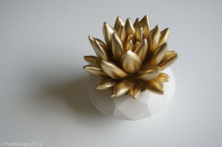 Gold Succulent Sculpture {WaterstoneSucculents via Etsy}: Gold Succulents, Sculpture White, White Modern, Etsy Succulent, Waterston Succulents, Succulents Sculpture, Modern White Gold Offices, Modern Faceted, Faceted Geometric