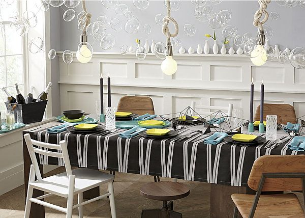 Linens and the interesting garland make this table beyond good.
