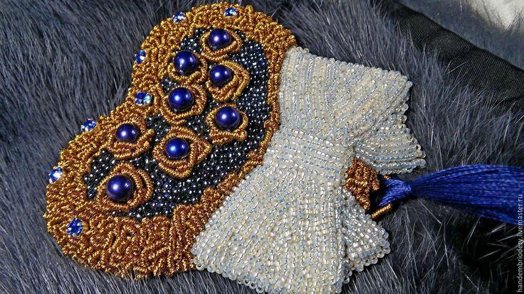 Купить Брошь (201501) - синий, золотой, жемчуг, бисер, брошь, кисти, шелк, бантик, сердце