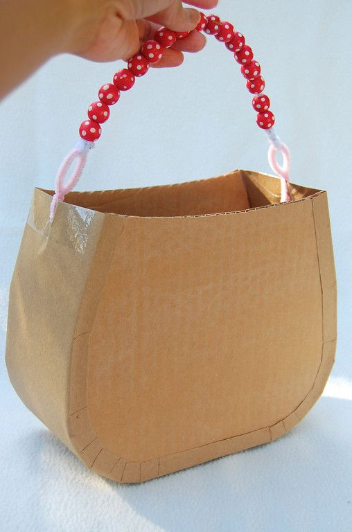 tutorial for cardboard handbags that kids can decorate