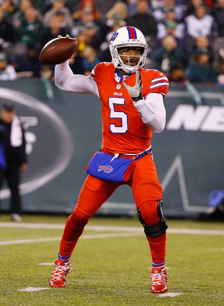 Tyrod Taylor #5 of the Buffalo Bills passes against the New York Jets during their game at MetLife Stadium on November 12, 2015 in East Rutherford, New Jersey. (Nov. 11, 2015 - Source: Al Bello/Getty Images North America)