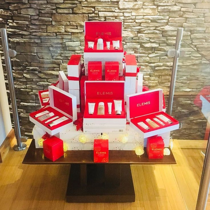 Sneak preview of some of the amazing gift sets from @elemis for #christmas at Oasis Spa. #christmas #giftsforher #giftlist #santa #elemis #lyrathestate #presents #gifts #christmasgift