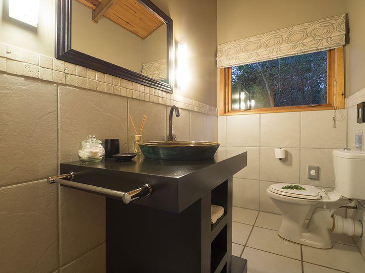 Cliffedge Cottage bathroom.