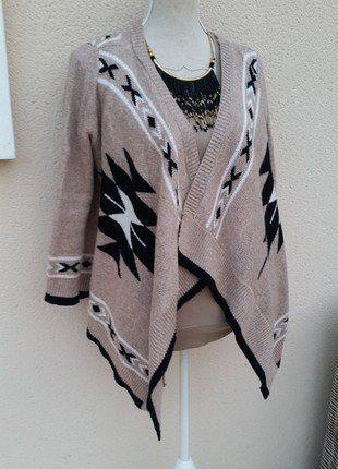 À vendre sur #vintedfrance ! http://www.vinted.fr/mode-femmes/autres-manteaux-and-vestes/26106531-gilet-asymetrique-tout-doux-motifs-azteques