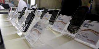 Proponen revisar precios de celulares