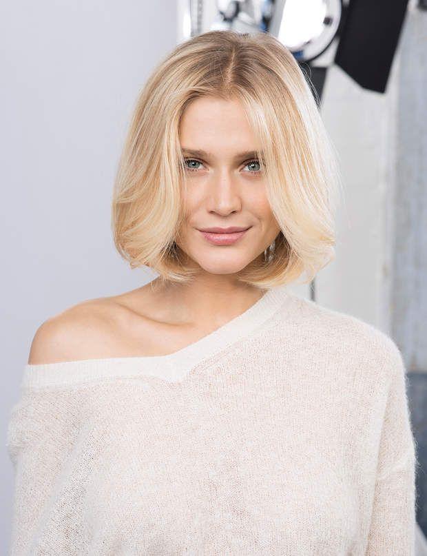 Carré pour cheveux fins : l'effet épuré Pour mettre en valeur des cheveux fins, rien de tel qu'un joli carré droit à peine dégradé et sublimé par un brushing souple. Découvrez aussi : nos idées de coupes courtes pour cheveux fins.