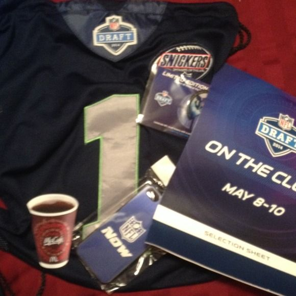 "2014 NFL Draft Gift Bag Received at the 2014 NFL Drafts at Radio City Music Hall in NYC!! Includes: 1 bag that looks like a jersey, limited edition puzzle pin, iPhone cover, free small coffee coupon from McDs and a ""On the Clock"" Selection Sheet!! This is a collectors item and perfect gift for any sports fan! Accessories"