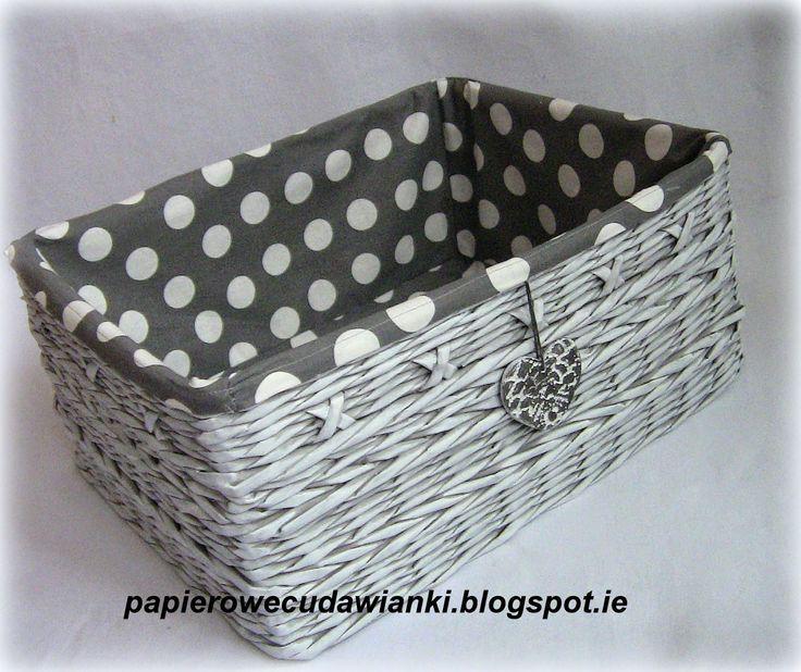 una cesta coqueta cestas canastas una cesta con periódico cestas