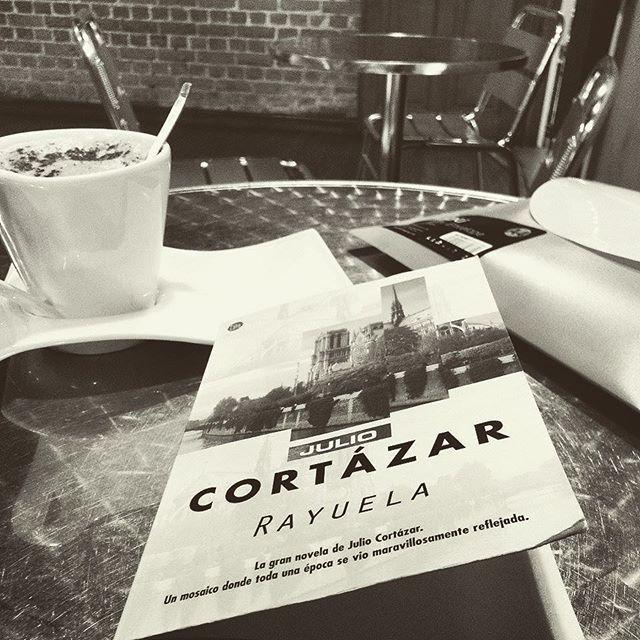 #elsentirenloslibros #juliocortazar #Rayuela #novela #quote #cita #libro #novel #book #lector #lectura #reader #reading #lovebooks #bookaholic #bookaddict #amoloslibros #adictaaloslibros