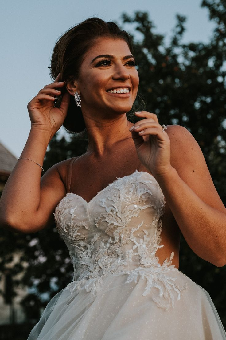 Ines di Santo bride at sunset; PHOTOGRAPHY Joel + Justyna Bedford, destination wedding photographers