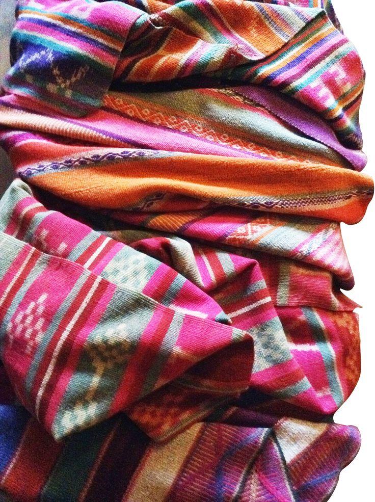 tejidos a mano y teñido con tinturas naturales sacadas que la tierra.
