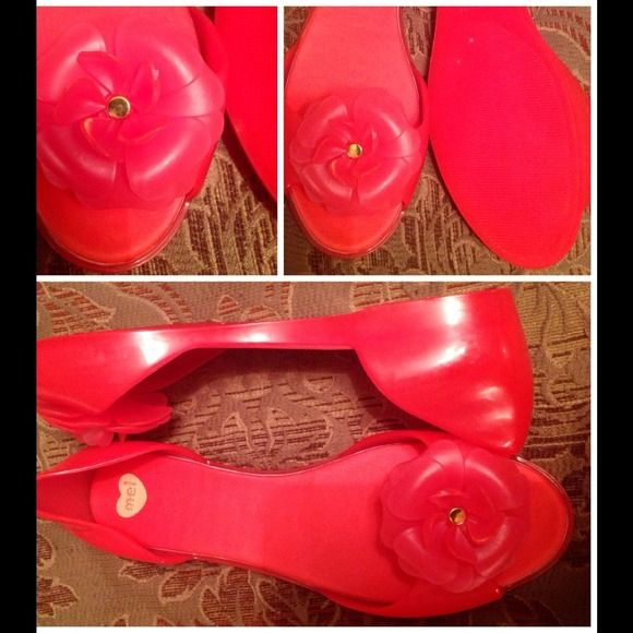 "Selling this Peep-toe Coral Jelly Flats w/ Flower & Gold Accent on Poshmark! My username is: alvap3. #shopmycloset #poshmark #fashion #shopping #style #forsale #""MEL"" #Shoes"