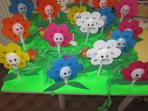 plastic spoon flower craft- use other plastic spoons for petals...