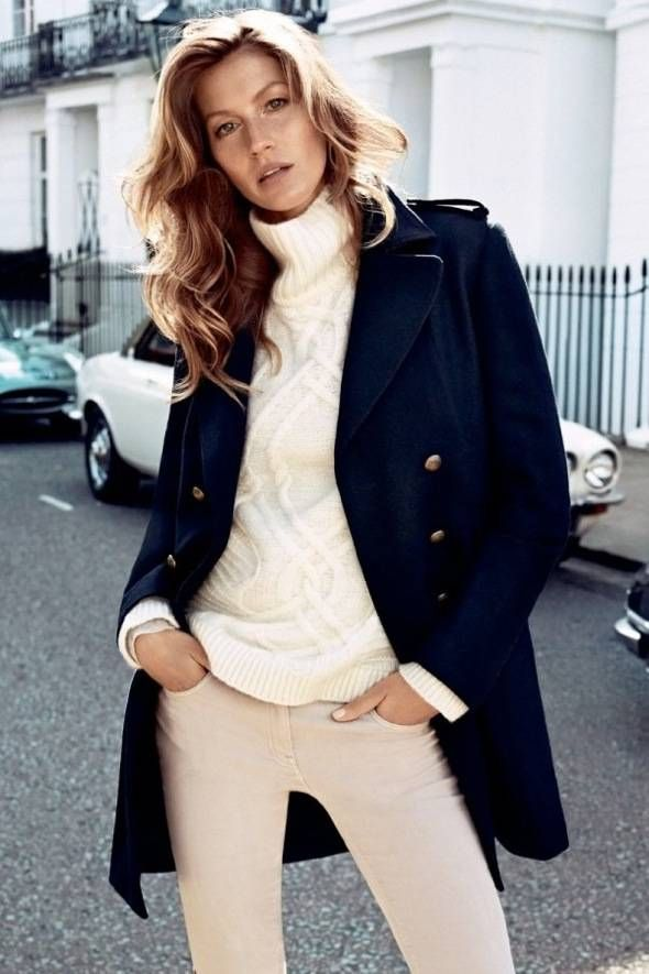 Love the navy blue coat and the white look. HM