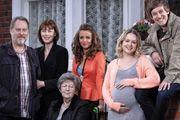 HEBBURN. Image shows from L to R: Joe Pearson (Jim Moir), Pauline Pearson (Gina McKee), Dot (Pat Dunn), Vicki (Lisa McGrillis), Sarah Pearso...