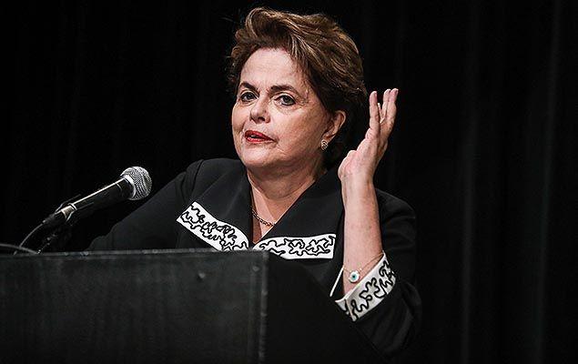 """A ex-presidente Dilma Rousseff afirmou que os marqueteiros João Santana e Mônica Moura, que a acusaram de ter conhecimento do caixa dois da Odebrecht, """"prestaram falso testemunho e faltaram com a verdade em seus depoimentos, provavelmente pressionados pelas ameaças dos investigadores""""."""