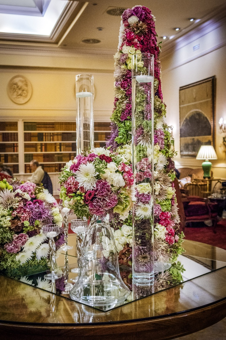 Elegante y espectacular decoraci n con arreglos florales for Adornos para bodas con plantas