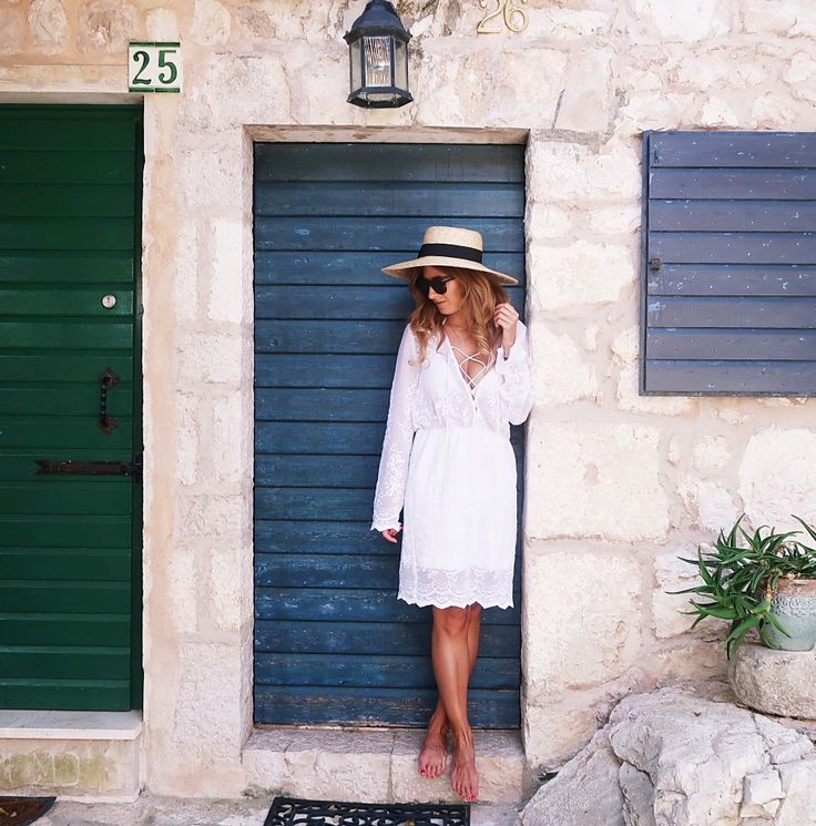 BLOG DE MODA Y LIFESTYLE. White lace up long sleeved dress+straw canotier. Late Summer Outfit 2016 Vestido blanco de atar+sombrero canotier. Outfit de finales de Verano 2016