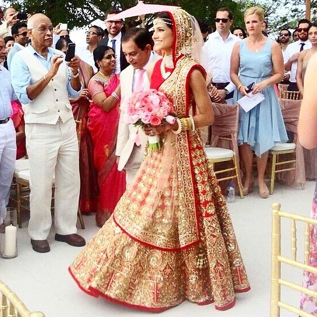 viyahshaadinikkah: via @melaniekann Melanie Kannokada, US-Indian The US-Indian actress and former Miss India America in the show stopper (worn by Alia Bhatt on the runway) Manish Malhotra lehenga for her wedding.