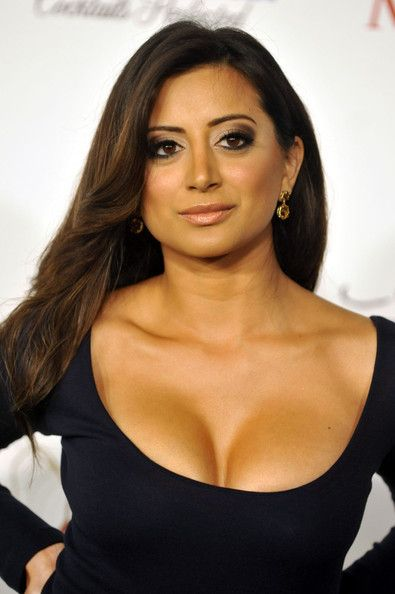 Noureen DeWulf Photos Photos - Noureen DeWulf poses for a picture at the 11th Annual Maxim Hot 100 Party on May 19, 2010 in Los Angeles, California. - 11th Annual Maxim Hot 100 Party - Arrivals
