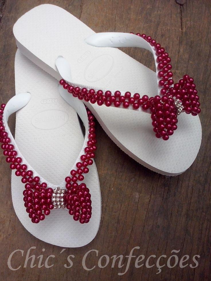 lindo chinelo de perolas com laço vermelho! feito para você!