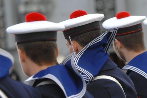 Les tits pompons des marins, nombreux à Brest... Lien vers le Télégramme, journal breton! Photo archives Eugène Le Droff #brest #bretagne #bzh