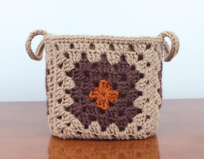 Simple Granny Square Baskets | Gleeful Things