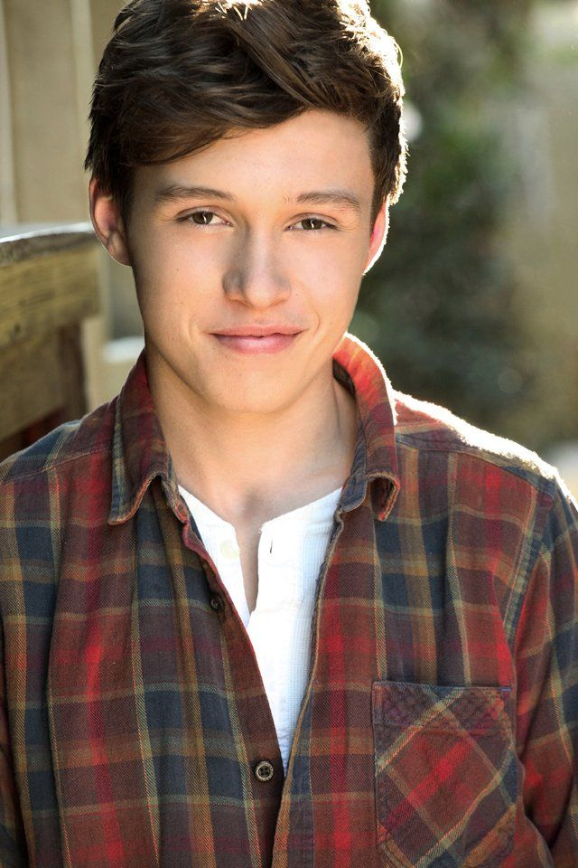 Nick Robinson.. new obsession! we need to watch kings of summer together soon ok?