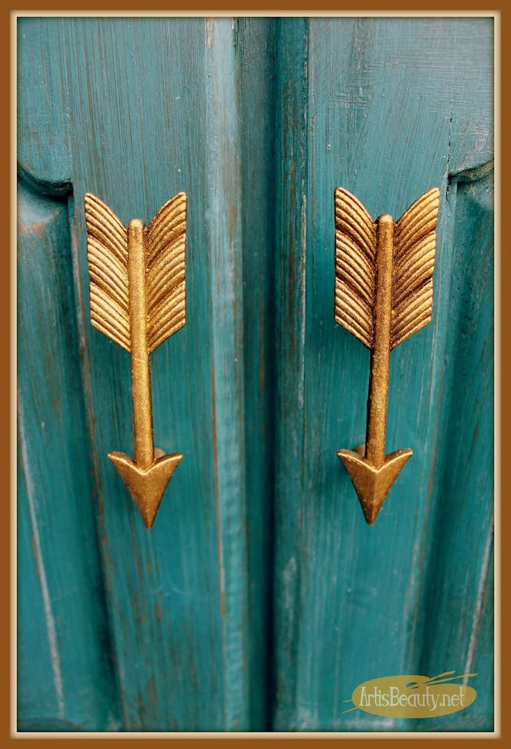 Love this golden arrow cabinet pull hardware on this makeover by @arttisbeauty