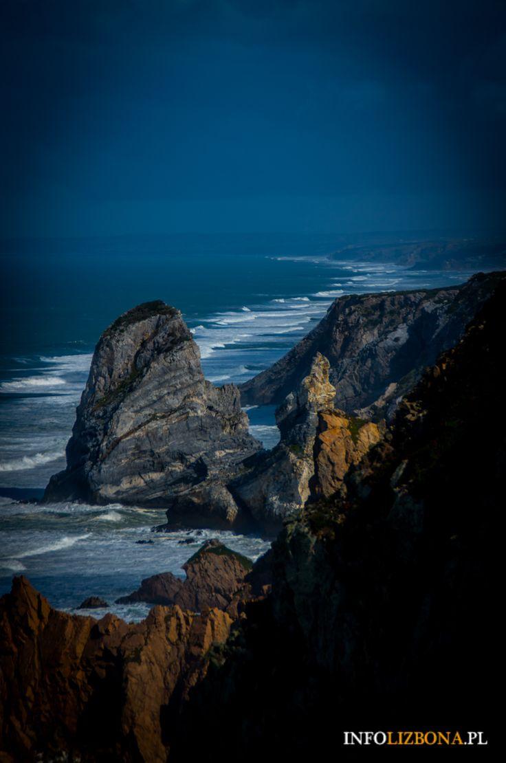 Słynny koniec Europy - przylądek Cabo da Roca w Sintrze. Zobacz zdjęcia i dowiedz się, jak dojechać, na co uważać i dlaczego miejsce jest takie wyjątkowe? http://infolizbona.pl/przyladek-cabo-da-roca-w-portugalii-koniec-europy-zdjecia-wideo/ #Portugalia #Sintra