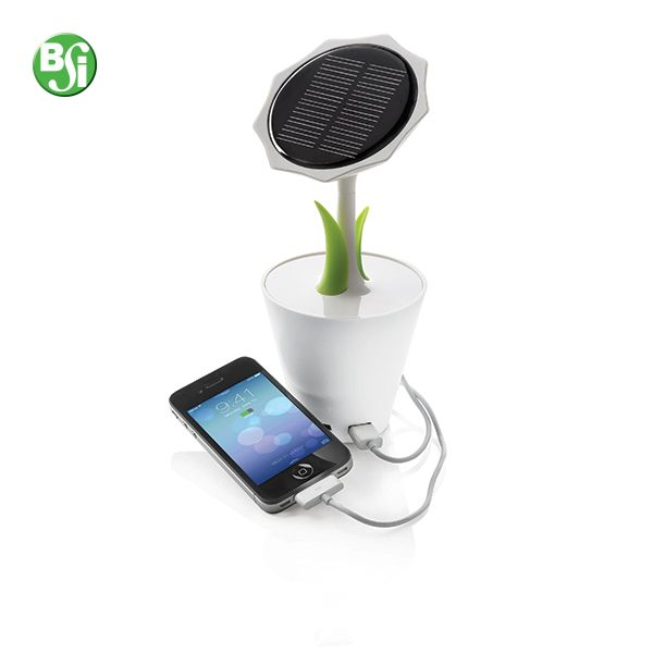 Powerbank solare Sunflower 2500mAh Powerbank solare a forma di girasole. Batteria al litio da 2500mAh con output da 5V/1000mA. Include cavo mini USB.   #powerbank #powebanksolare #flower #gadget #tech #geek #technology #energiasolare #eco