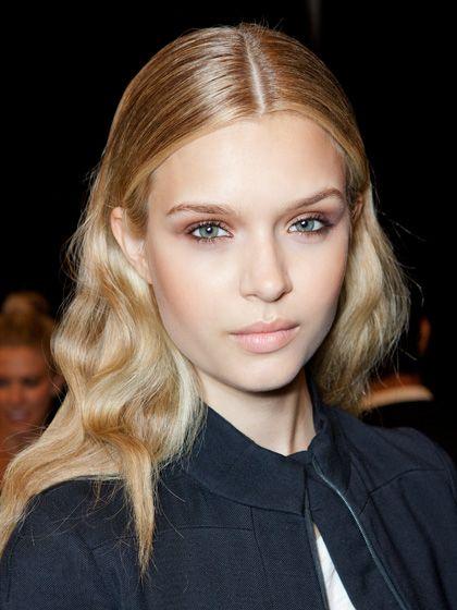 Best 25 Middle Part Curls Ideas On Pinterest Wavy Curls