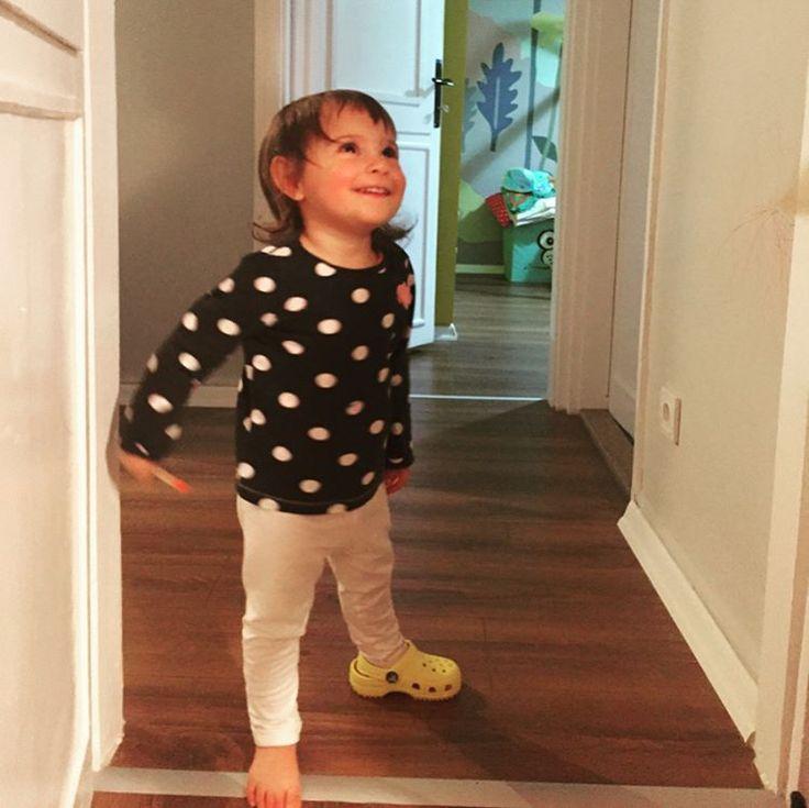 Duvarları, kapıları çizmek için görevlendirilmiştim ve görev tamamlandı ��#sanat #babygirl  #boya #duvarboyama http://turkrazzi.com/ipost/1524891444393021389/?code=BUpgLCAFA_N