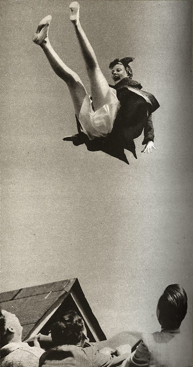 Let It Fly – Funny Vintage Photos Show People Who Want to Fly