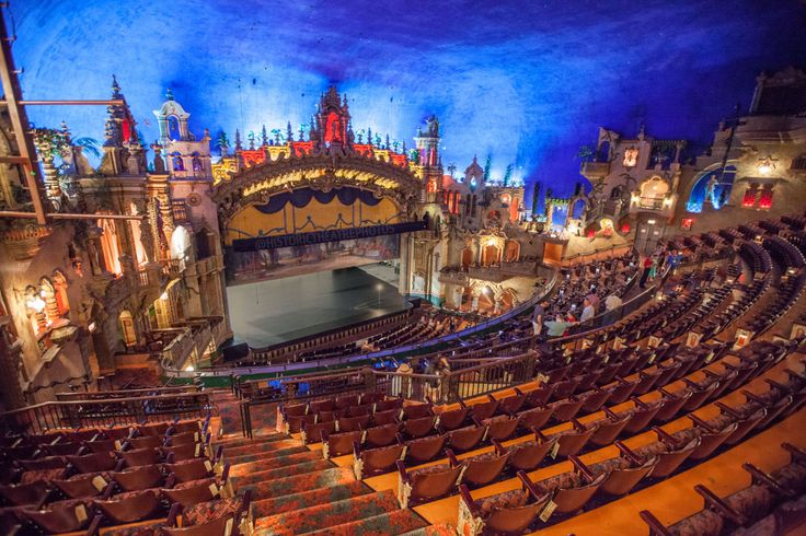 how old is the majestic theater in san antonio