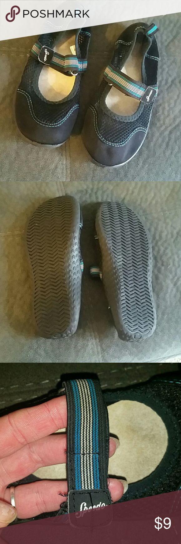 **EUC** Girls Speedo water shoes These are in great condition and worn maybe 5 times total at water parks! These were NOT used in a lake or in the ocean! No odors of any kind! My daughter said these were very comfy! Price is firm in Las bundled Speedo Shoes Water Shoes