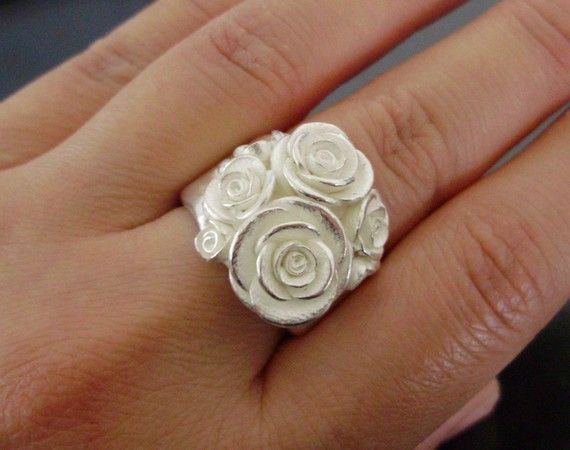 LovelyHmmm Projects Ideas, White Roses, Rose Handsculpt, Gorgeous Rings, Flower Accessories, Beautiful White, Bouquets, Project Ideas, Rose Rings